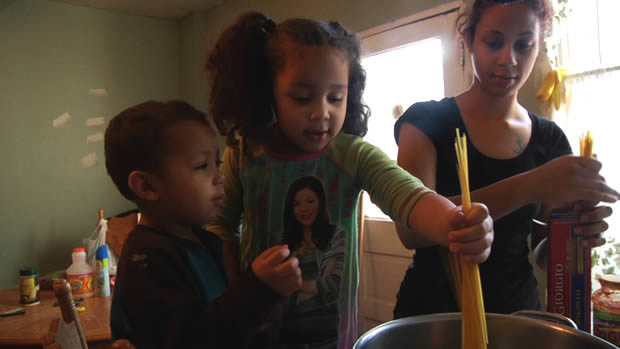 Barbie Izquierdo and kids in A PLACE AT THE TABLE, a Magnolia Pictures release. Photo: Courtesy of Magnolia Pictures