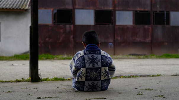 A child sits in camp for asylum seekers in Serbia. Photo: Maurice Bloem / CWS